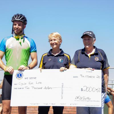 Dawn Presents Cheque At Bsn 2048x2048